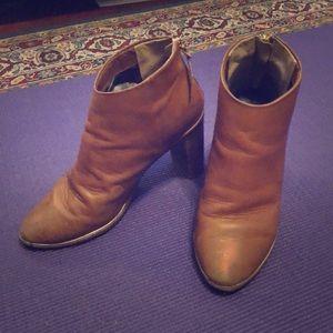 Ted Baker Lorca 3 Tan heeled boot. Size 39 / 8.5